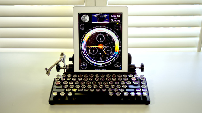 A défaut d'utiliser une vraie machine à écrire, vous pourrez utiliser ce drôle de clavier