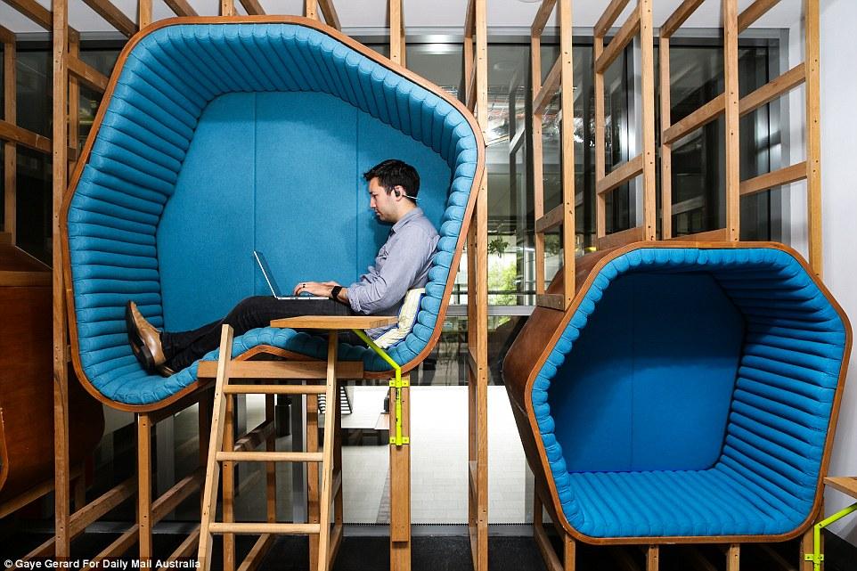 Bureaux debout, cabines à sieste… Quels espaces de travail pour demain ?